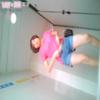 和式トイレ盗撮 ローアングル後ろから スレンダー女性の用足し