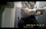 白マフラーお姉さんのトイレシーンをフロントアングルで隠し撮り