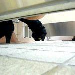後ろからトイレ盗撮 きれいな放物線+微量の下痢便