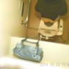 赤パンティのOL?の洋式トイレ放尿シーン