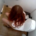 赤髪お姉さんの放尿タイム