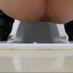 黒ヒール女性の尻穴から太いブツがニュルッと登場