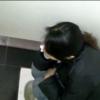 電話しながら放尿&脱糞するジーンズの女性を隠撮