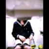 派手目なギャル+制服ちゃんの洋式トイレ用足しシーン