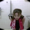 公衆洋式トイレ盗撮 夏場の女子たちの用足し姿