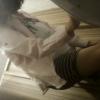 洋式トイレ盗撮 後ろから 白黒ボーダー柄ミニスカートお姉さんの中腰放尿