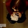 洋式トイレ盗撮 空爆アングル 赤トレーナーの女の子のチョロチョロ放尿シーン