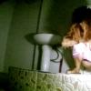 和式トイレ盗撮 フロントアングル ボサボサ髪の女性の大量放尿シーン