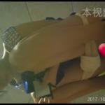 和式トイレ盗撮 斜め前 ブルーワンピお姉さんの放尿シーン