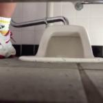 【和式トイレ盗撮】ダイナミックな放尿をするJ◯ちゃん【高画質】