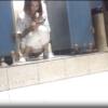【扉なし和式トイレ盗撮】スマホいじりながら柔らかめのを出す女の子