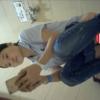 【和式トイレ盗撮】スマホいじりながら放尿する水色ポロシャツお姉さん