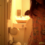 【洋式トイレ盗撮】家庭内の洋式トイレで下痢する可愛い女の子