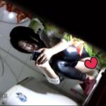 【和式トイレ盗撮】スマホをいじりながら激しいおしっこ+脱糞する女の子