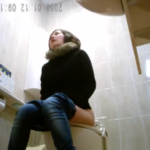 【洋式トイレ盗撮】5名 前回登場した独り言のお姉さんが再登場