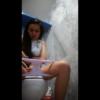 【タイの学校トイレ】パンツの汚れが見えるお姉さん
