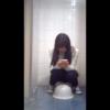 【和式トイレ盗撮】スマホいじりながら放尿するコリアンガール
