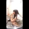【和式トイレ盗撮】透明感のあるエレガント美人お姉さんのたっぷり放尿タイム【鼻ほじ】