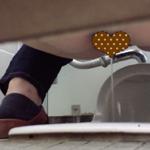 【和式トイレ盗撮】勢いの弱めな放尿するおばさん?