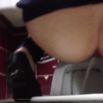 【和式トイレ盗撮】ジーンズ黒パンプス女性の放尿シーン