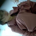 【中華和式トイレ盗撮】美人お姉さんの放尿と鼻をかむシーン
