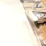 【中華和式トイレ盗撮】黒のコ○バーススニーカー女性の放尿