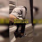 【中華洋式トイレ盗撮】中腰放尿するグレーパーカーのお姉さん