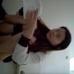 【中華和式トイレ盗撮】紫ロングスカートお姉さんの放尿シーン