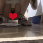 【中華和式トイレ盗撮】スニーカー女子の短い下痢シーン