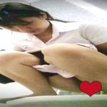 【タイの学校トイレ盗撮】大量放尿からアソコフキフキまで丸見えな女の子