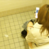 【デパート洋式トイレ盗撮】ちょっと古い作品 茶髪お姉さんのトイレシーン