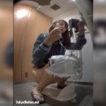 【和式トイレ盗撮】ゆ○こりん似美女のおしっこシーン